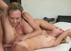 Teen fuck mom
