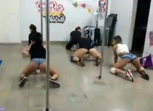 Hood girls twerking